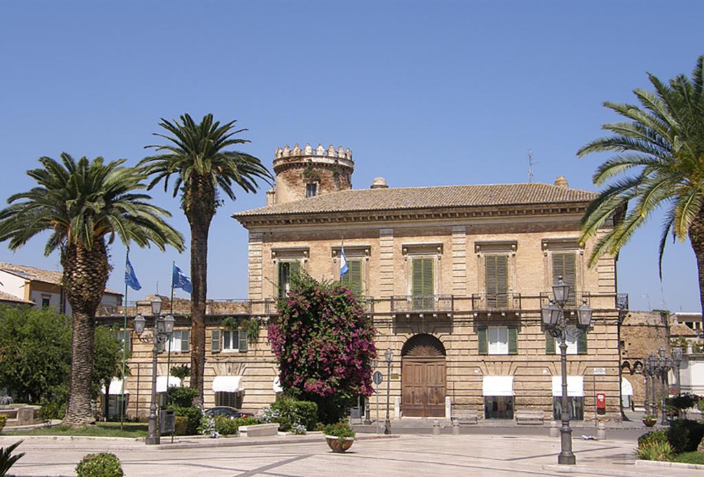 Palazzo Palmieri e Piazza Rossetti