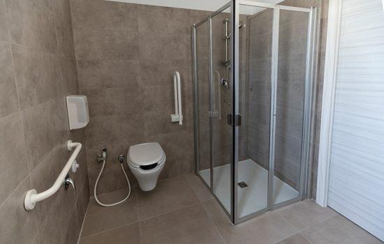 Bagno-doccia-Vasto-Apart-Hotel