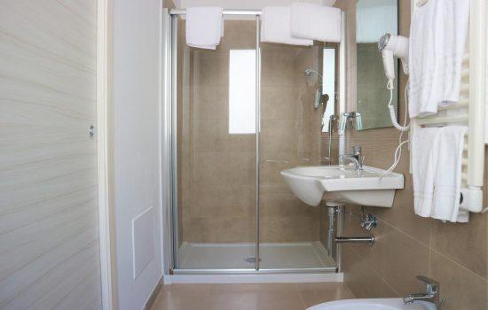 bathroom3 Vasto ApartHotel