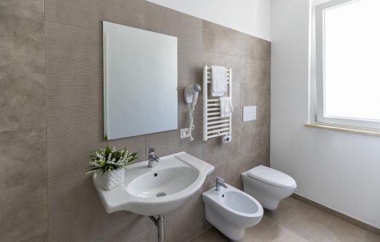 bathroom4 Vasto apartHotel